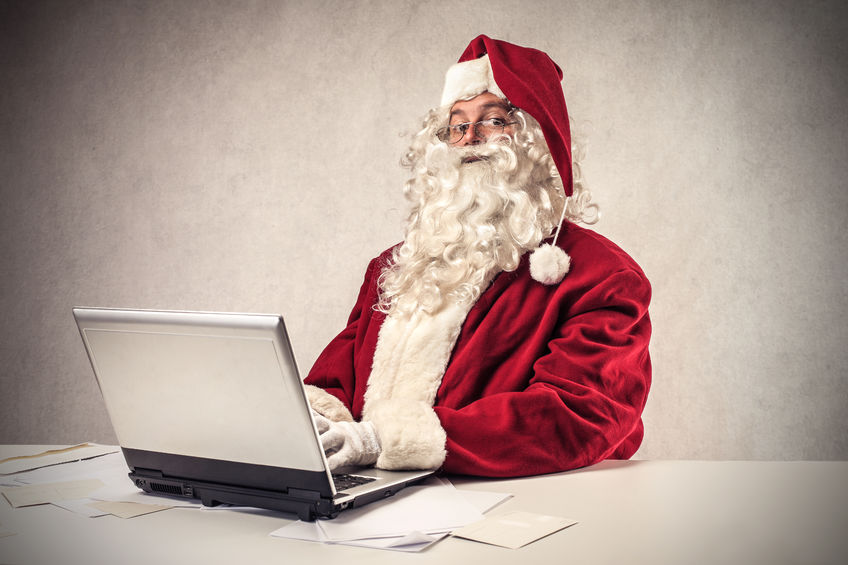 22776305 - santa klaus using a laptop